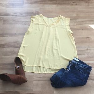 Elegant yellow blouse with pleats in the back